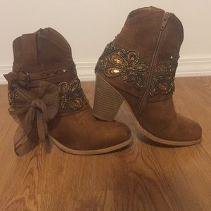 Shoes - Women's size 6 bow jewel booties.